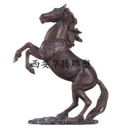 锻铜马雕塑
